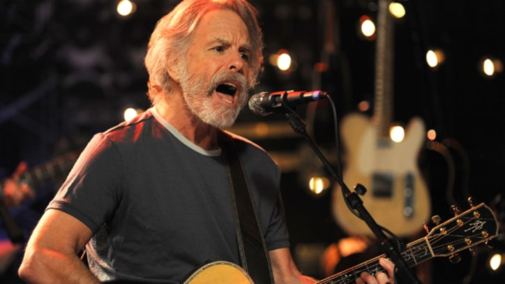 Bob Weir Falls Onstage During Furthur Show