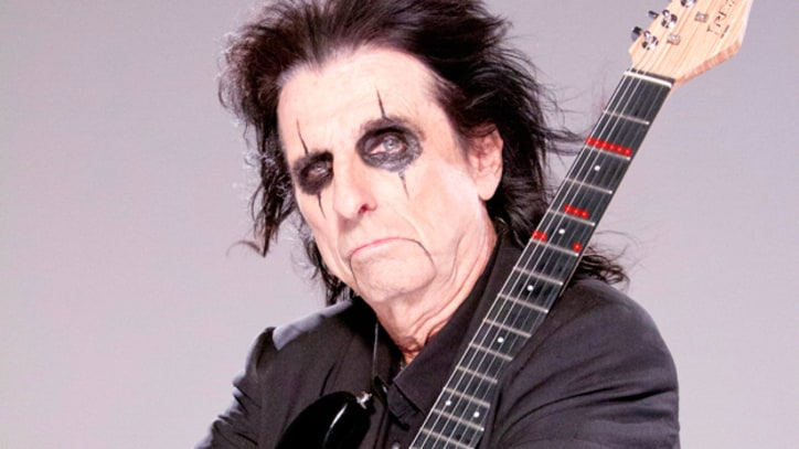 Alice Cooper Pays Homage to the Guitar Skills of Jeff Beck, George Harrison