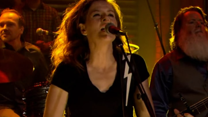 Neko Case Charges Through 'Man' on 'Fallon'