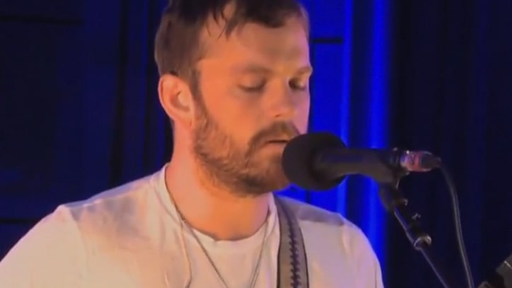 Kings of Leon Cover Robyn, Showcase New Songs
