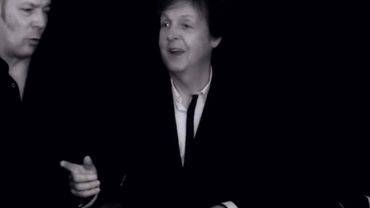 Paul McCartney, Band Perform Acoustic Version of 'New'