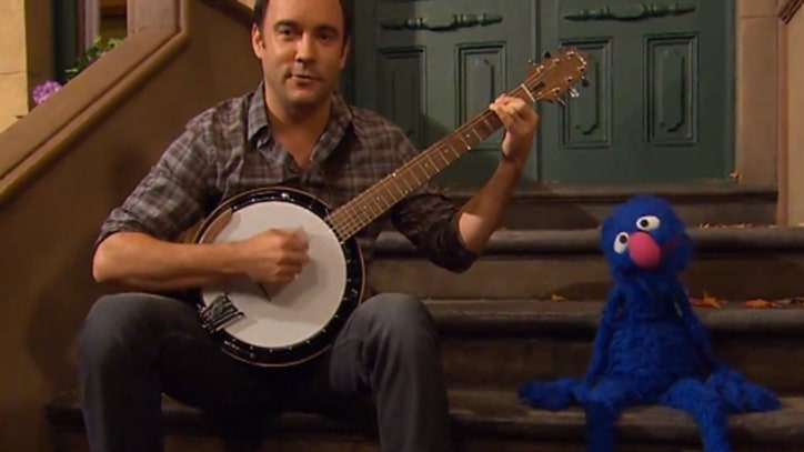Dave Matthews Sings with Grover on 'Sesame Street'