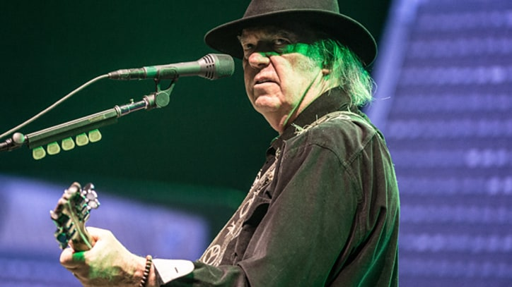 Neil Young Covers Tim Hardin's 'Reason to Believe' at Farm Aid