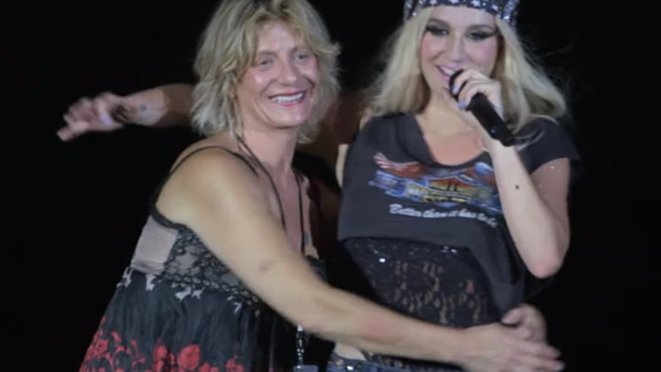 Ke$ha Twerks for Her Mom