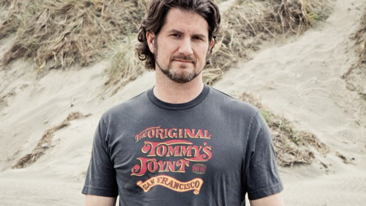 Matt Nathanson Falls in Love With 'Kinks Shirt' - Premiere