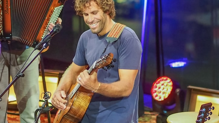 Jack Johnson Serves Up 'Banana Pancakes' - Premiere