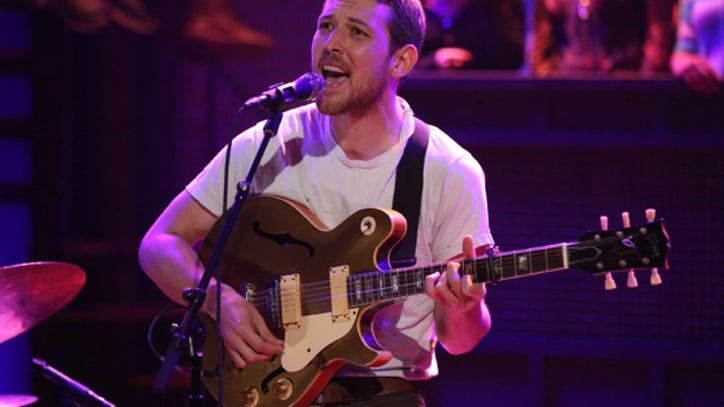 Fleet Foxes' Robin Pecknold Covers 'Corduroy' on 'Fallon'