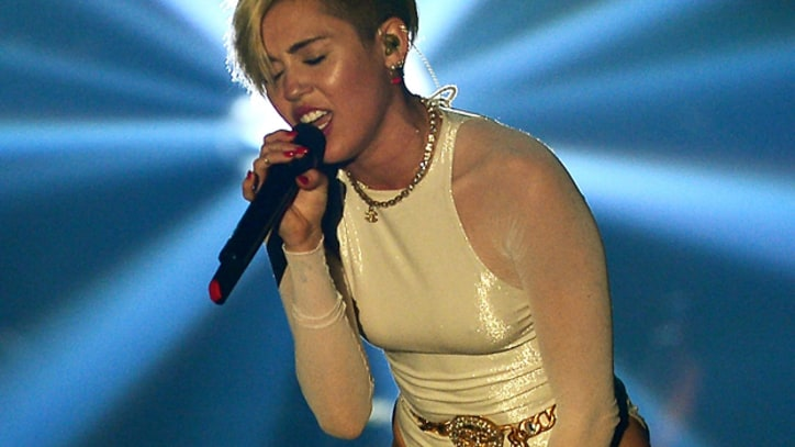 Miley Cyrus Sings Lana Del Rey's 'Summertime Sadness'