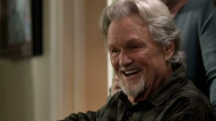See Kris Kristofferson Play 'Pretty Paper'