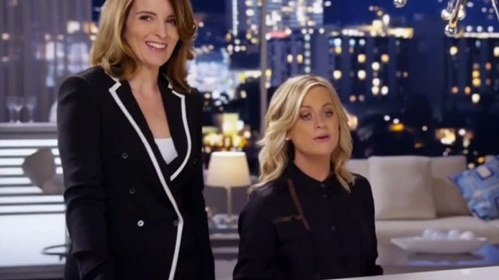 Tina Fey and Amy Poehler Croon Off-Key Duet