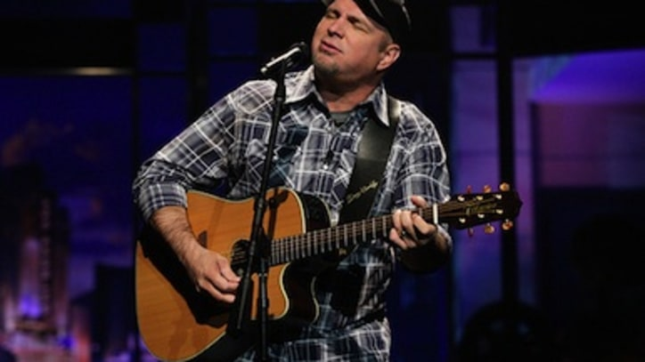 Why Garth Brooks Goes Grubby on Stage