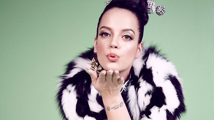 Lily Allen Obsesses Over Her Man in 'Girls' Tune 'L8 CMMR' - Premiere