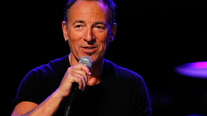 Bruce Springsteen Covers 'Stayin' Alive,' Leads Massive Group Twerk