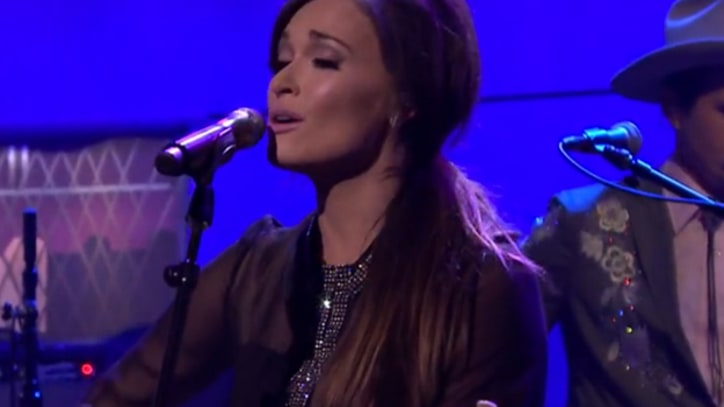 Kacey Musgraves' Debuts Witty New Tune, 'The Trailer Song'