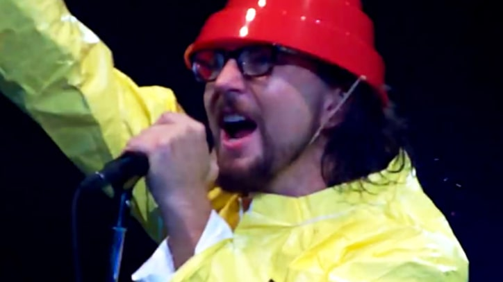Flashback: Pearl Jam Dress Up Like Devo, Cover 'Whip It'