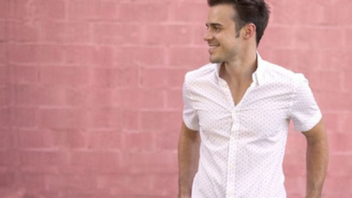 Kris Allen Premieres Lyric Video for 'Prove It to You'