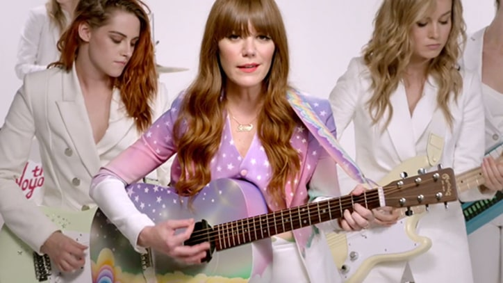 Anne Hathaway, Kristen Stewart Breakdance for Jenny Lewis Video