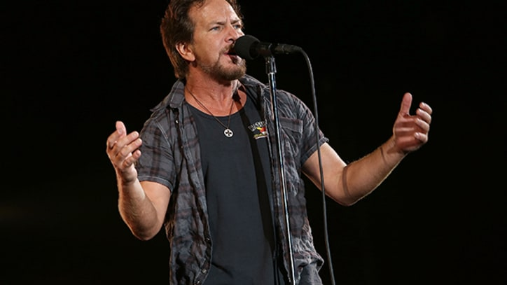 Eddie Vedder Unleashes Anti-War Rant Onstage in England