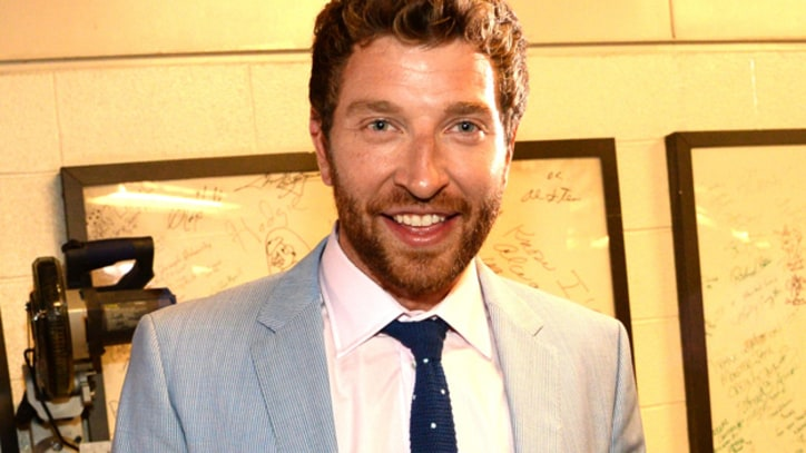 Brett Eldredge Swims With the Fishes