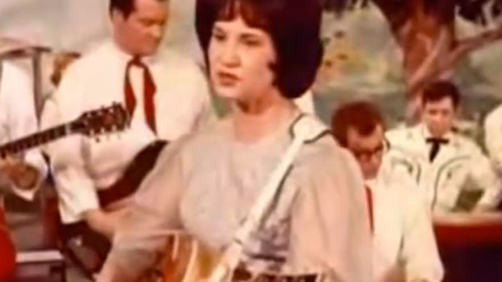Flashback: Kitty Wells Sings Controversial Song on the Opry