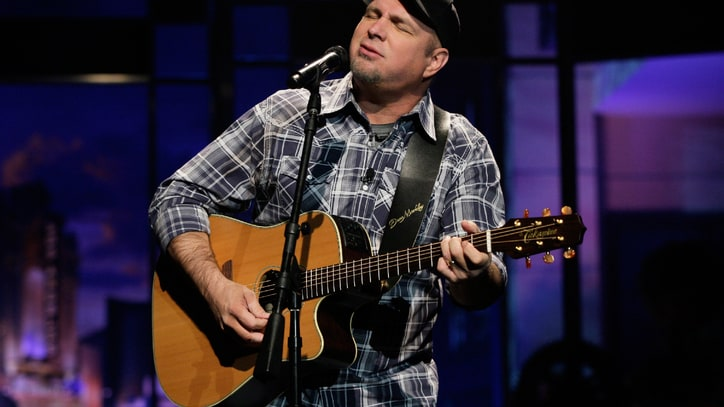 Garth Brooks Ups the Chicago Ante