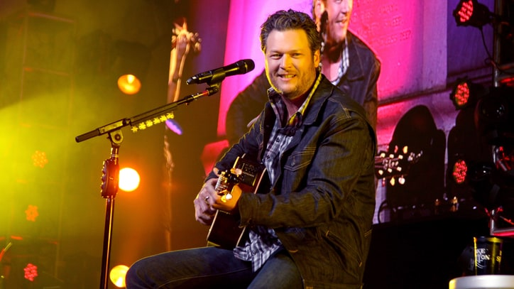 Blake Shelton Announces New Album, Plays Epic Beach Gig