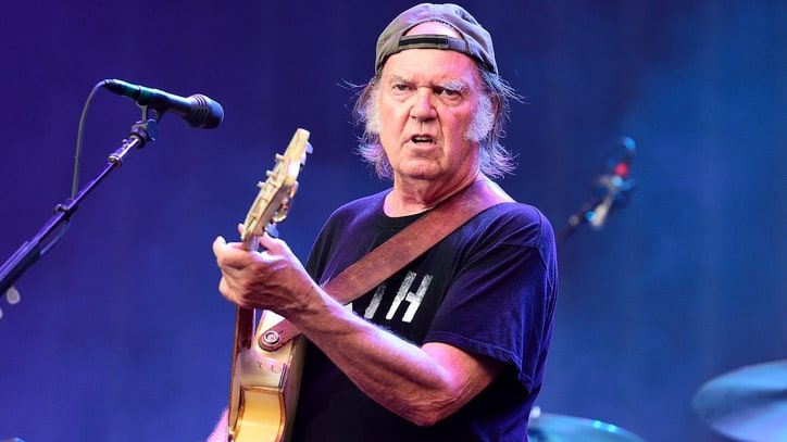 Neil Young Urges Boycott of Non-Organic Cotton