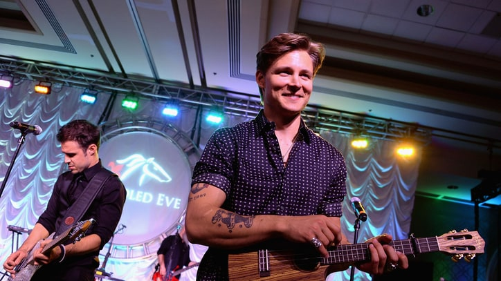 Frankie Ballard Lights Up the Road