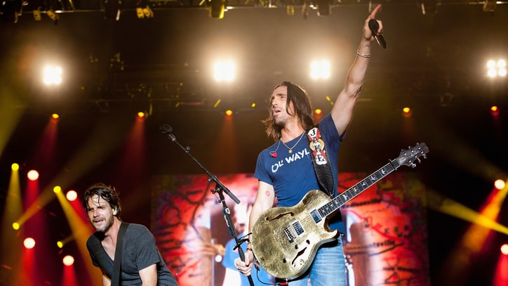 Jake Owen's Nashville 'Beach Party' Features Hits, Ice and Surprise Guests