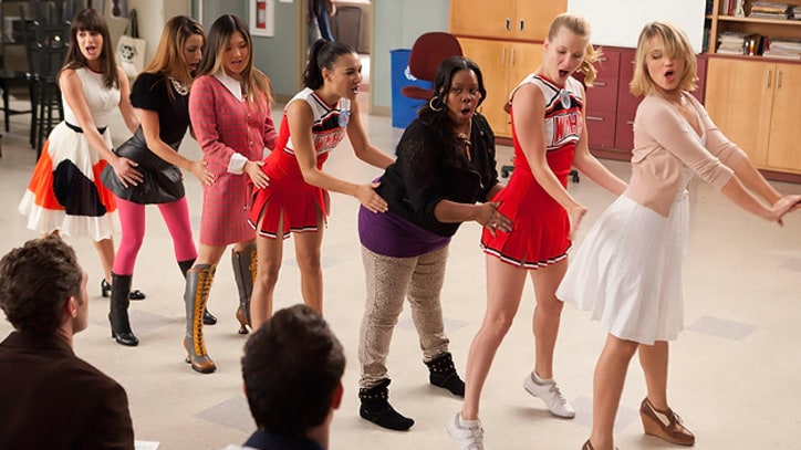 'Glee' Recap: 'I Kissed a Girl' and It Was Just OK