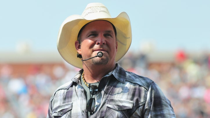 Garth Brooks Makes Concert History, Takes ALS Ice Bucket Challenge