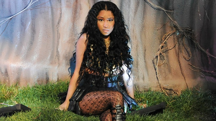 Nicki Minaj Dancer Bitten by a Giant Snake During VMA Rehearsal