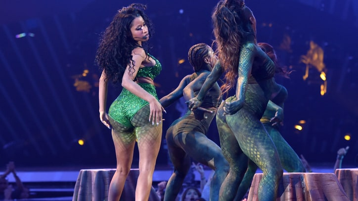 Nicki Minaj Brings Wardrobe Malfunction, Ditches Snake for 2014 VMAs