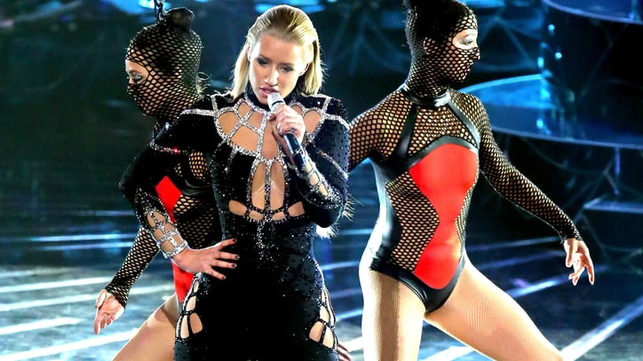 Iggy Azalea Busts Out 'Black Widow' at the 2014 VMAs