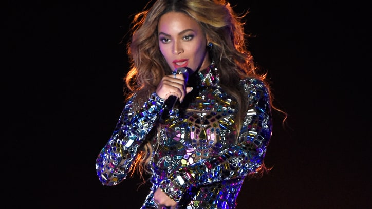Beyonce Rips Through Album Medley at VMAs 2014