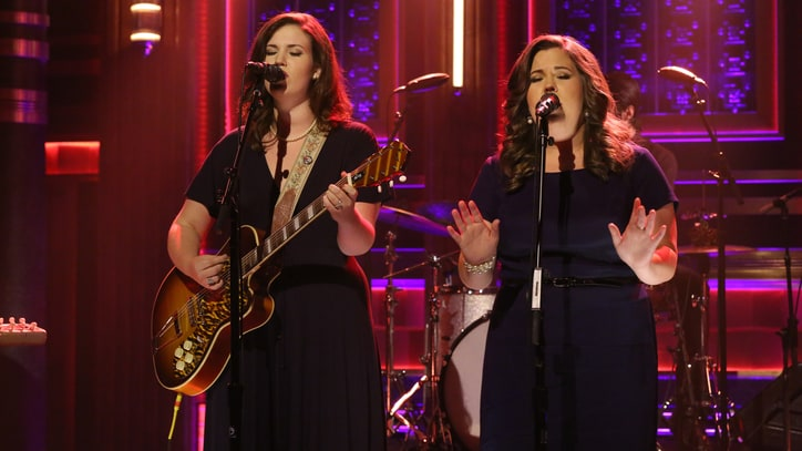 Secret Sisters Sing About Marriage and Murder on 'Fallon'