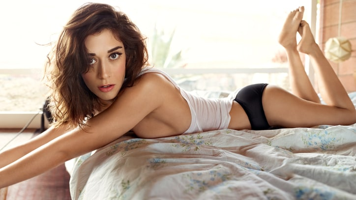 The Liberation of Lizzy Caplan