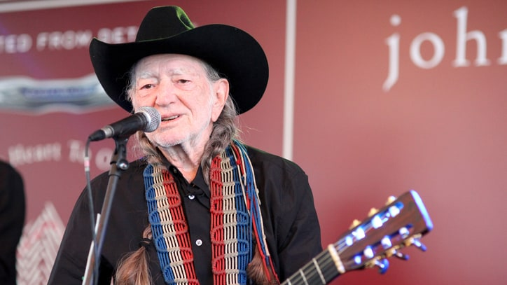 Watch Willie Nelson Work Sleight of Hand With Card Trick