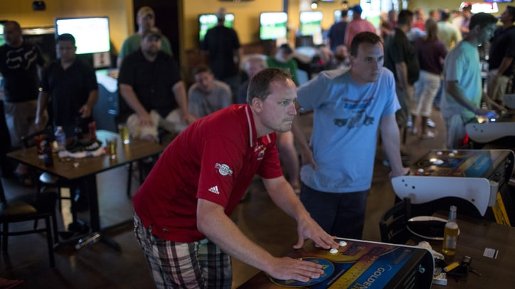 Bangers and Everymen: Life on the 'Golden Tee' Pro Tour