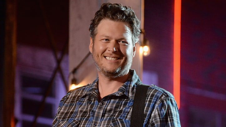 Blake Shelton Pitches Pizza, Disses Fall Schedule