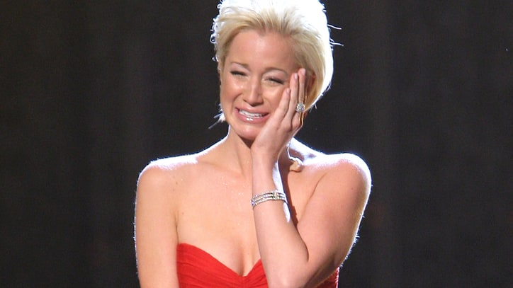 Flashback: Kellie Pickler Breaks Down During Song About Mom