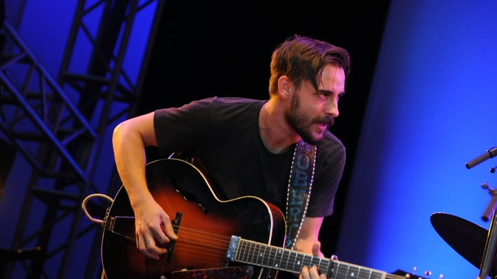 Hear Robert Ellis Cover Willie Nelson's 'Pretty Paper'