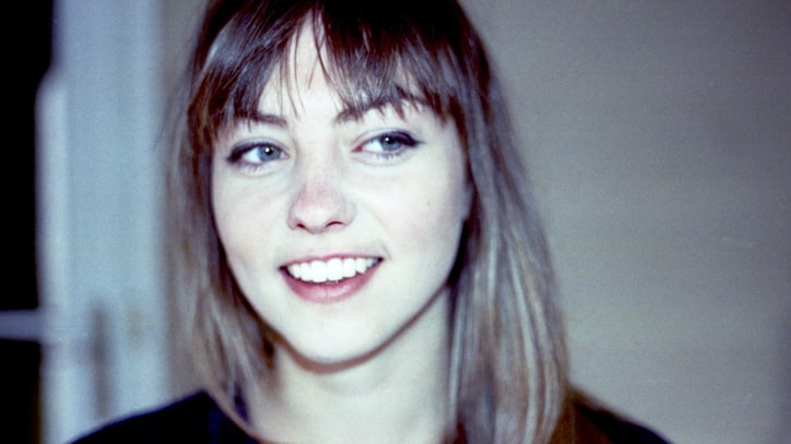 Angel Olsen Sets Folk-Rock Aflame