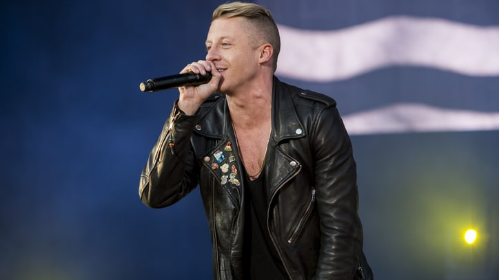 Watch Macklemore, Fences Deliver Emphatic Version of 'Arrows' for 'GMA'