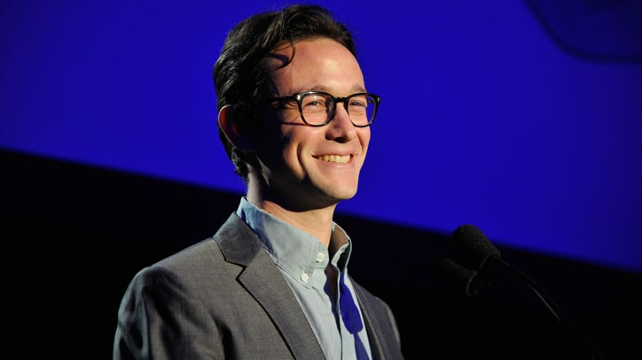 Joseph Gordon-Levitt in Talks to Play Edward Snowden
