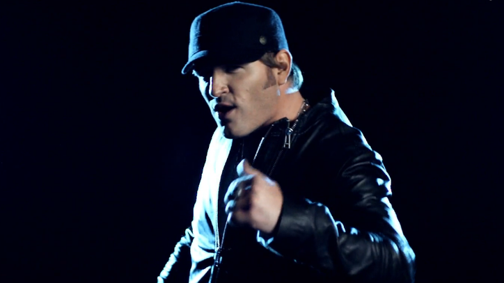 Watch Jerrod Niemann Get the 'Buzz Back Girl' in New Video