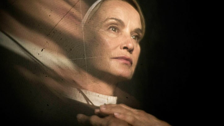 'American Horror Story: Asylum' Recap: Productivity, Prayer and Alien Hands