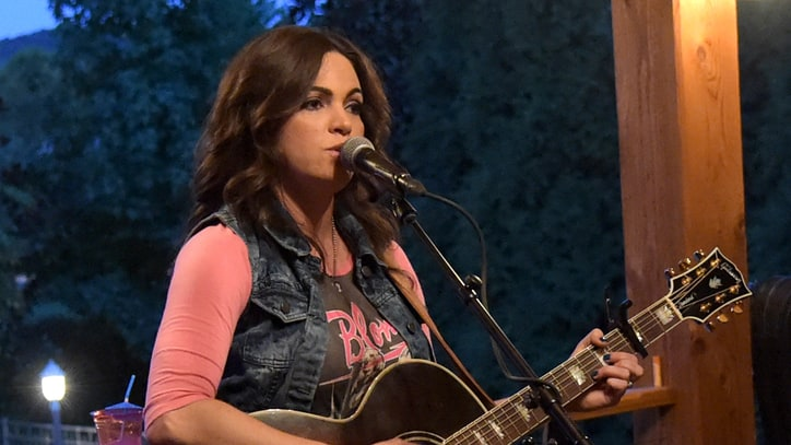 Angaleena Presley Salutes 'Middle Class' Heroes
