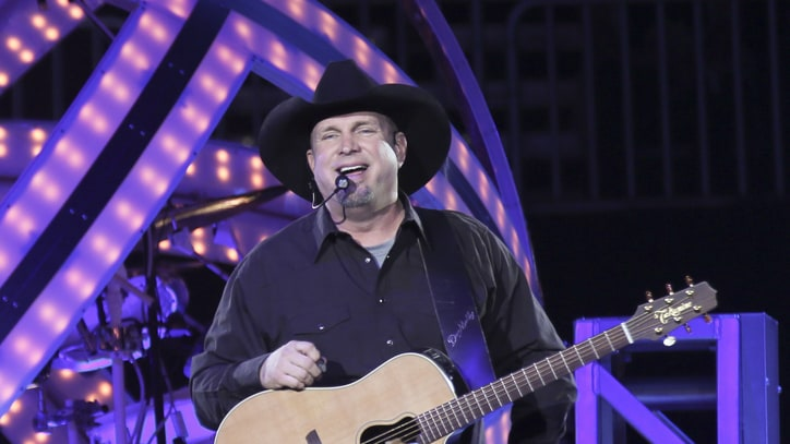 Garth Brooks' World Tour Adds St. Louis, Supersizes North Carolina