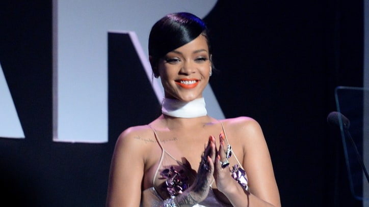 Badgalriri Lives: Rihanna Rejoins Instagram